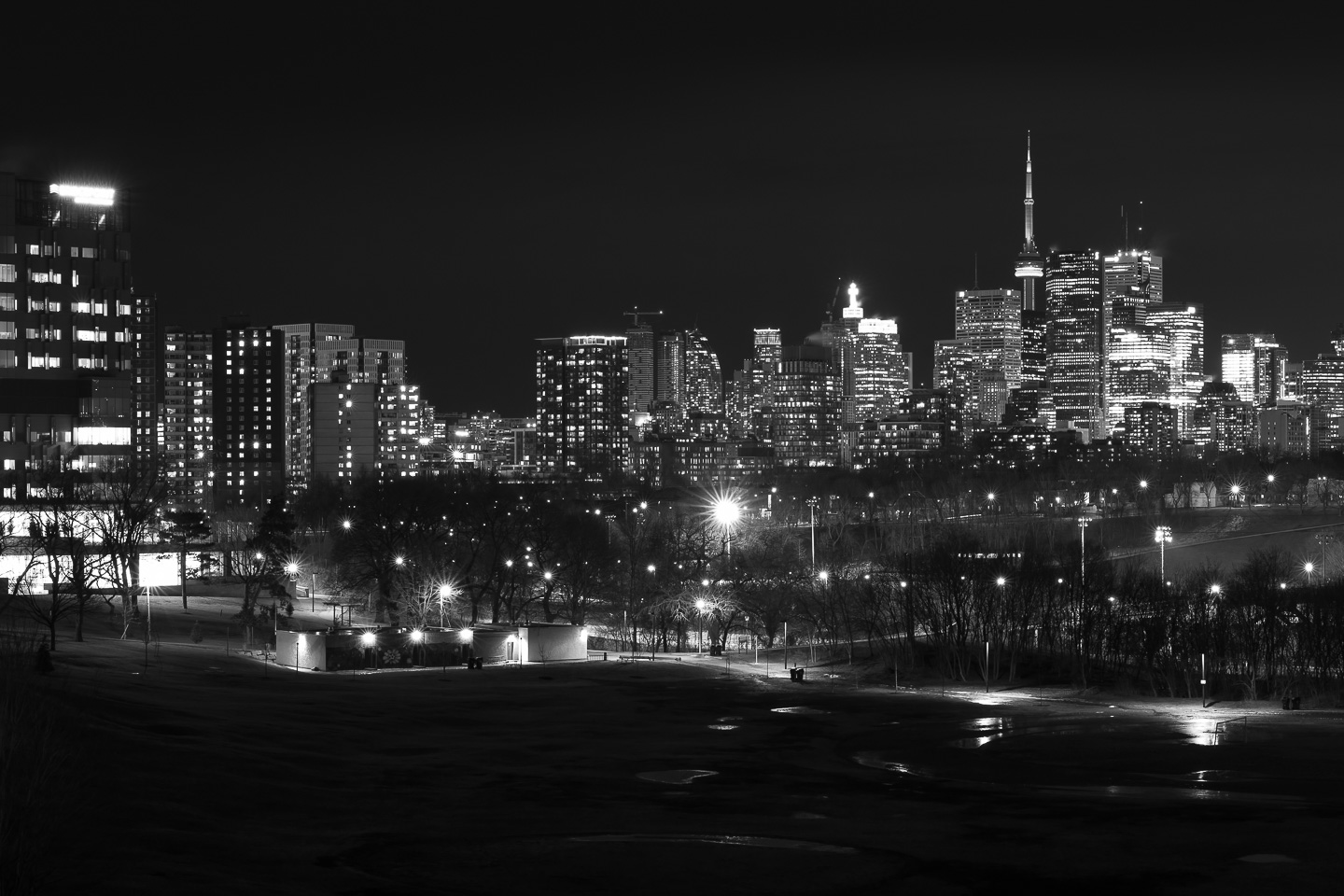Toronto-skyline-Riverdale-Park-panorama-black-and-white_v1.jpg