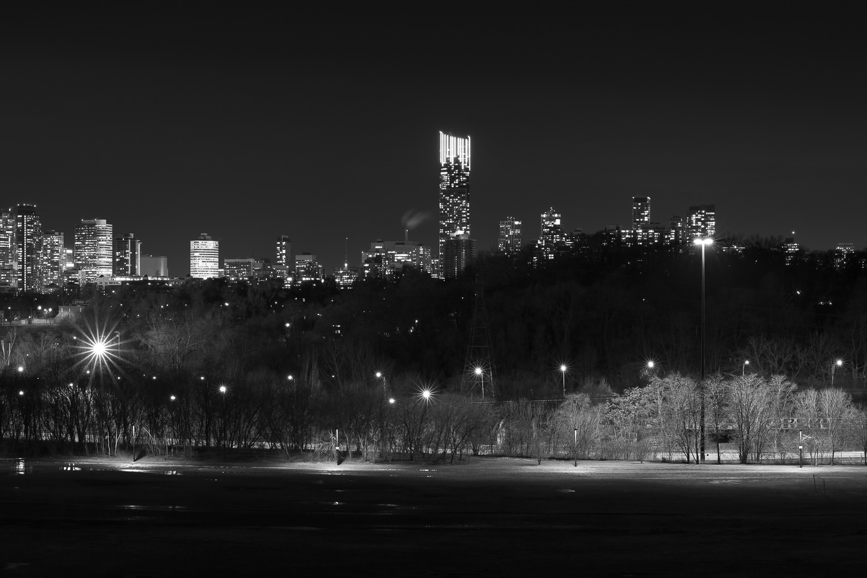 Toronto-skyline-Riverdale-Park-panorama-black-and-white_v3.jpg
