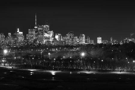 Toronto-skyline-Riverdale-Park-panorama-black-and-white_v2.jpg